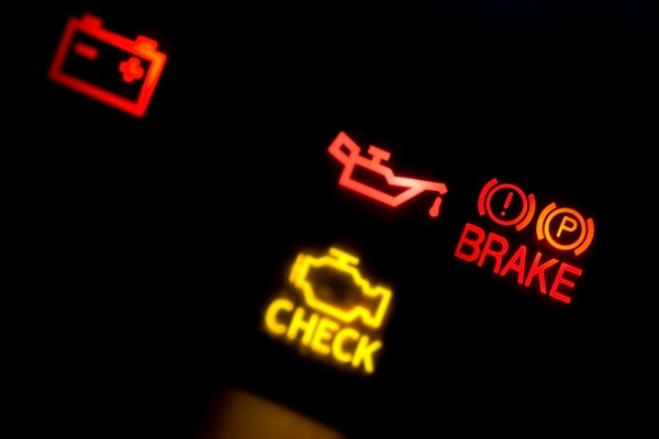 「檢查引擎」燈亮起? 汽車故障五原因 | 修車寶典 | 大紀元汽車網 auto.epochtimes.com