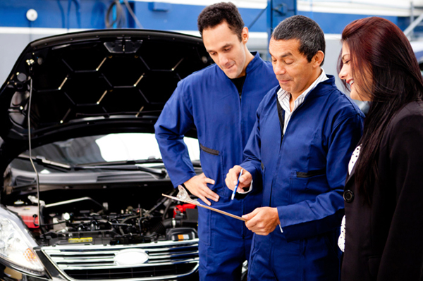 woman-speaking-with-mechanic.jpg