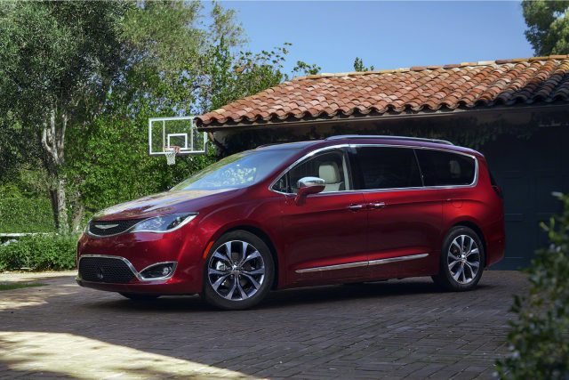 2017-Chrysler-Pacifica-is-the-Only-Top-Safety-Pick-minivan-640x427.jpg