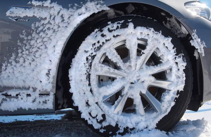 注意,購買雪胎時,要注意胎側壁是否有高山雪花標志,有這個標志,表示通過了加拿大交通部中中度積雪路面安全駕駛測試。